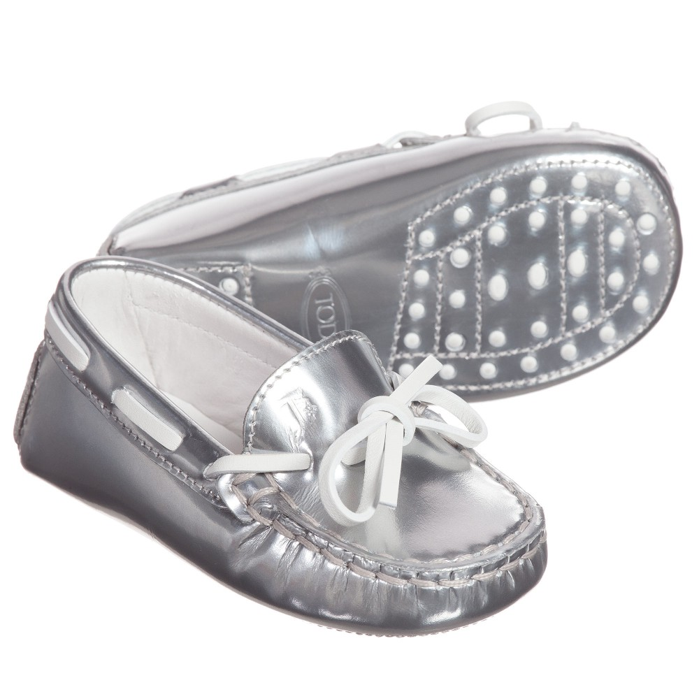tods-babys-silver-leather-moccasins-1