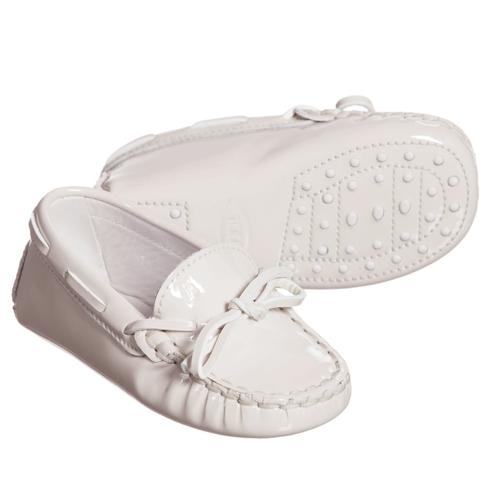 tods-ivory-patent-leather-gommini-baby-moccasins-1